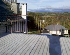 Balcon-terrasse en fer forgé